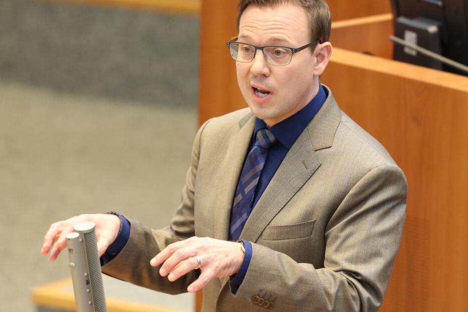 Der Kölner Landtagsabgeordnete Martin Börschel (46) hat wegen der Äußerungen Jacobs eine Kleine Anfrage im NRW-Landtag gestellt.