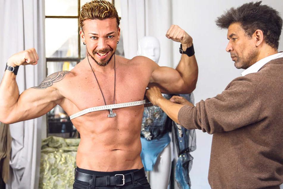 Dabei soll er sich doch eigentlich ausziehen... Star-Stripper wird eingekleidet