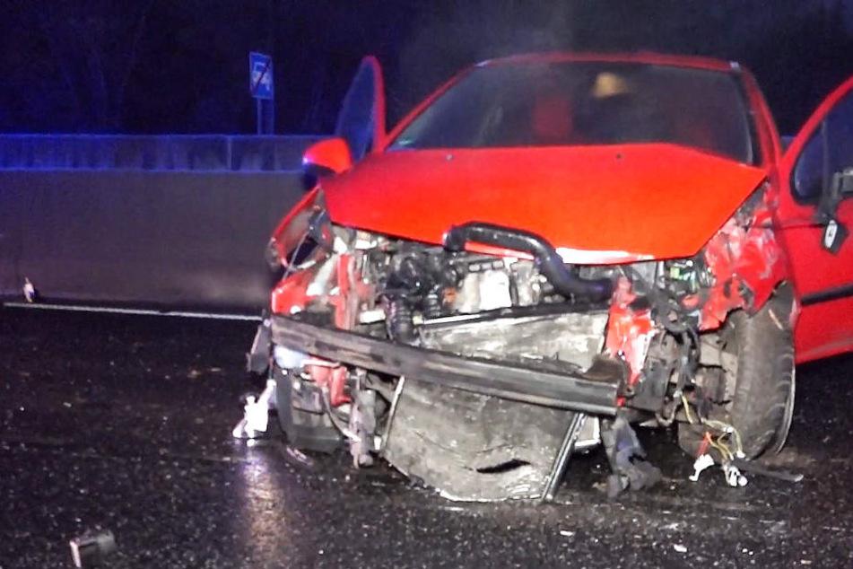 Frau will helfen, dann kracht ein Volvo in die Unfall-Stelle