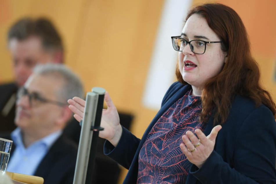 Lisa Gnadl, SPD-Vorsitzende im Wetteraukreis bestätigte, dass zur Abwahl von Jagsch ein konkreter Grund vorgelegt werden müsse.