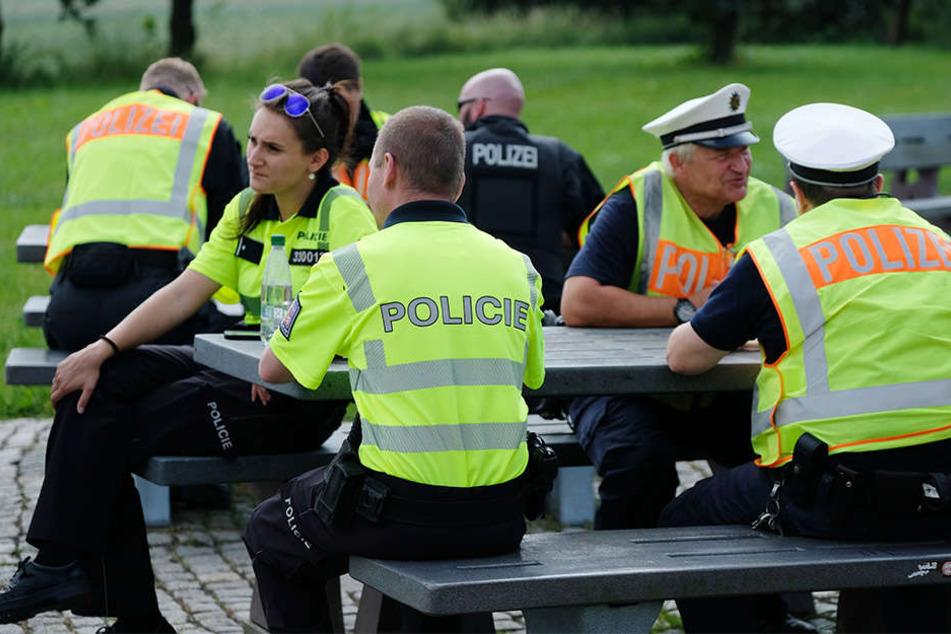 Deutsche und tschechische Polizisten führen regelmäßig gemeinsam Verkehrskontrollen im Rahmen eines EU-Projektes durch.