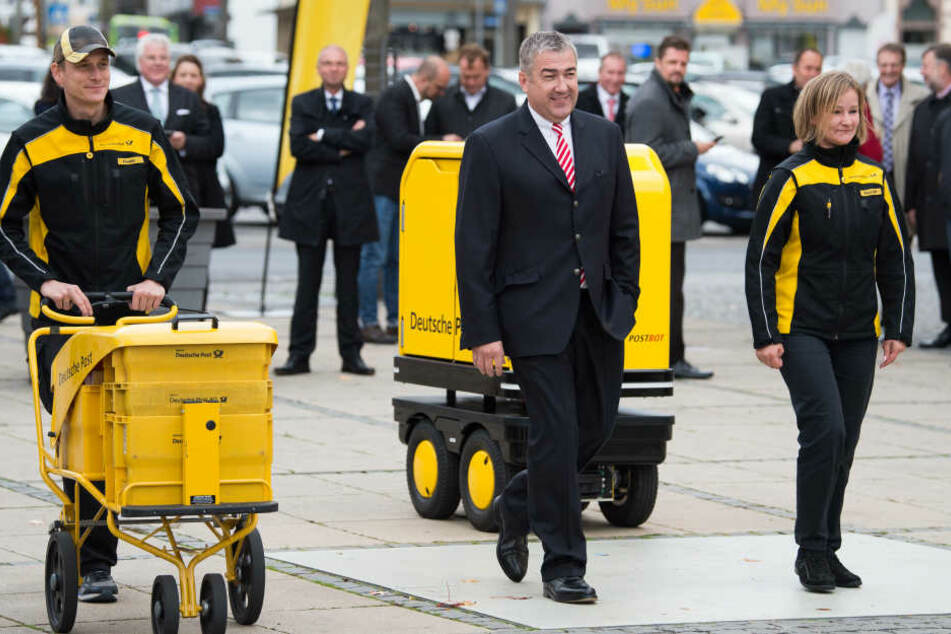 In Bad Hersfeld konnte der Postbot unter Aufsucht des Postvorstands Jürgen Gerdes, getestet werden.