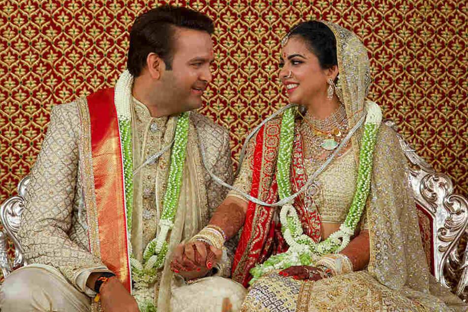 Beyoncé trifft Bollywood: Die Hochzeit von Isha Ambani (r.) und Anand Piramal brachte die A-Prominenz zweier Länder zusammen.