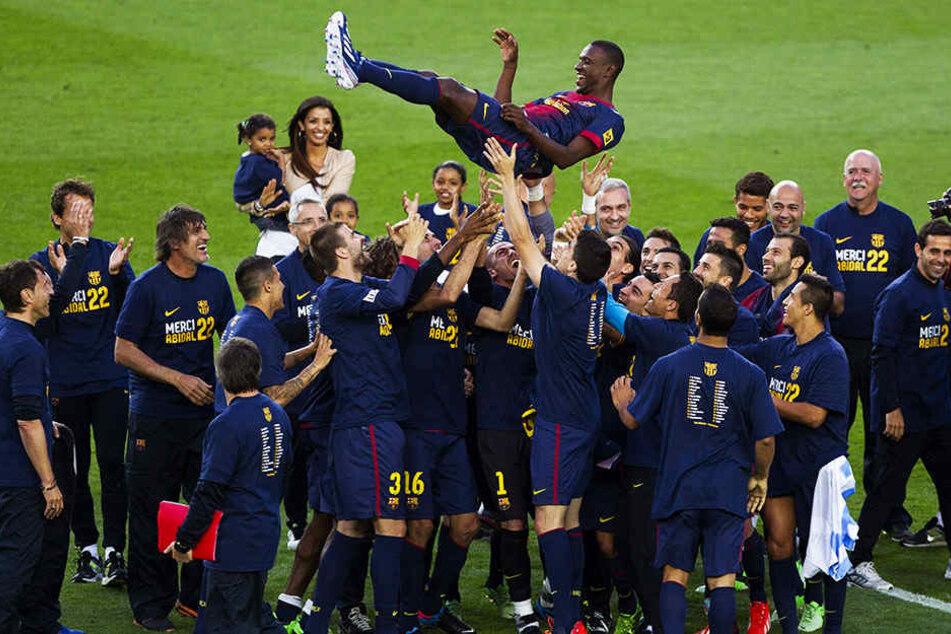Wurde nach seinem Comeback von seinen Teamkollegen beim FC Barcelona gefeiert: Eric Abidal (oben).