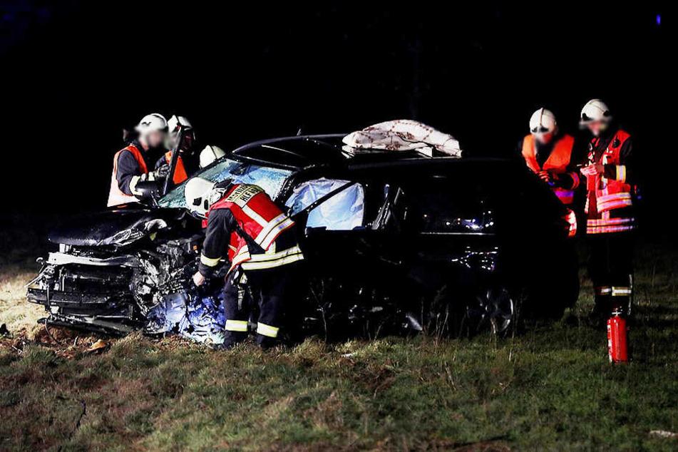 Sowohl dieses als auch das andere Auto wurden bei dem Crash stark beschädigt.