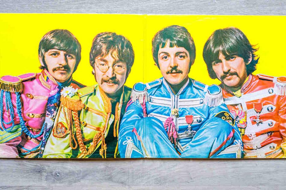 The Beatles schlüpften für Sgt. Pepper in knallbunte Fantasieuniformen aus feinster Seide.