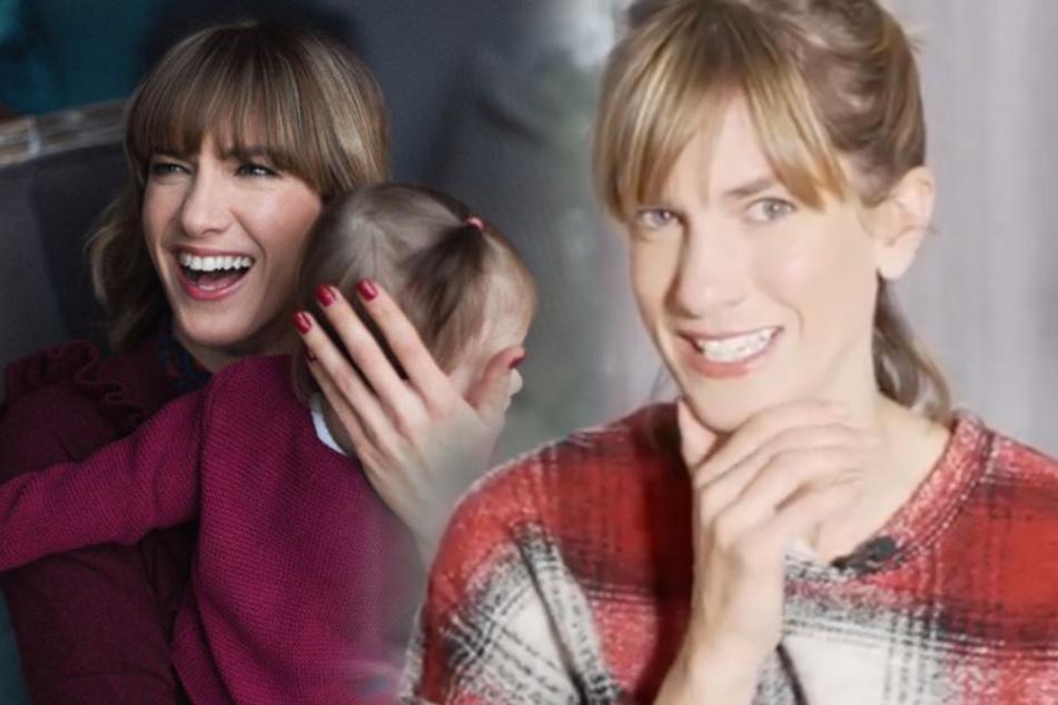 Ella krabbelt fleißig ihre Runden um Mama Isabell und Papa Jens.