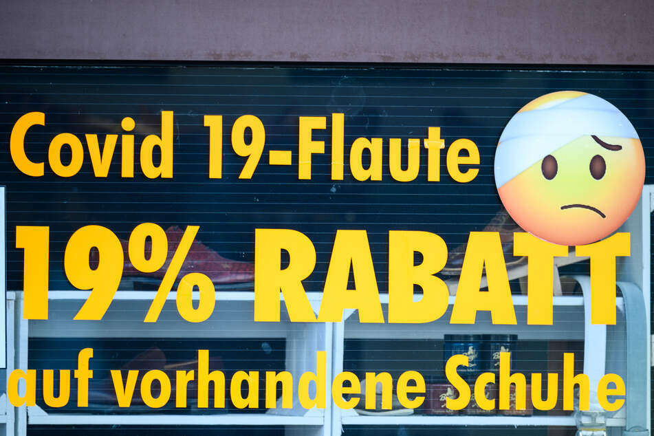 Einem Einzelhändler in Darmstadt nützt auch sein beworbener Rabatt nichts mehr, um seine Ware zu verkaufen. Denn sein Laden muss derzeit geschlossen bleiben.