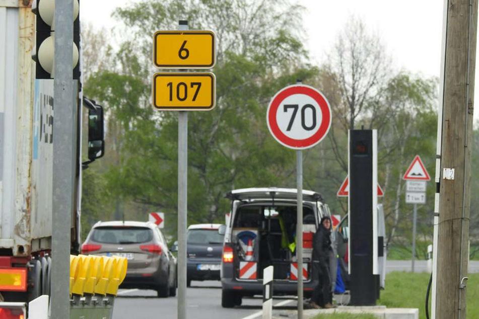 In den Teichkurven in Deuben auf der B6/B107 sollten sich Raser besser an die Geschwindigkeitsbegrenzung von 70 km/h halten.