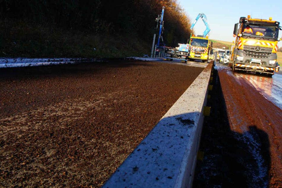 Alles klebte, kilometerlanger Stau! Autobahn wegen Kaffeesatz gesperrt