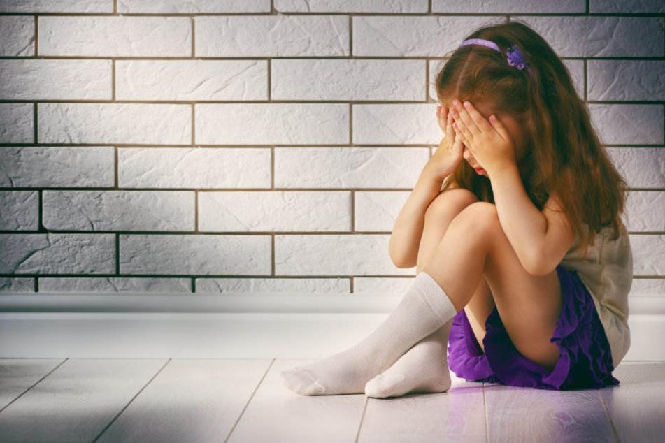Zwischen Januar 2017 bis März 2018 soll das Mädchen mehrfach missbraucht worden sein. (Symbolbild)