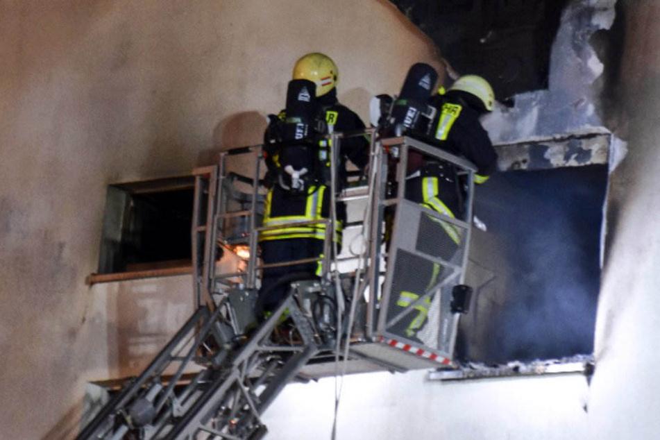 Großbrand im Wohnblock! 40 Menschen evakuiert