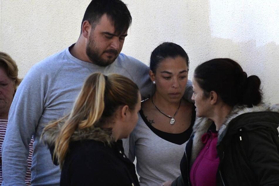Jose Rosello (l) und Victoria Garcia, die Eltern des zweijährigen Julen.