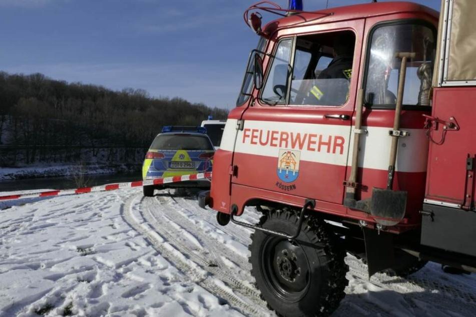 Einsatzkräfte der Polizei und Feuerwehr sind vor Ort.