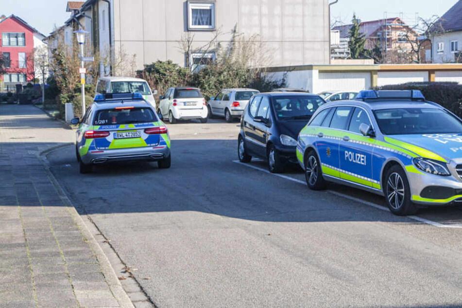 Die Polizei am Tatort in Karlsruhe.
