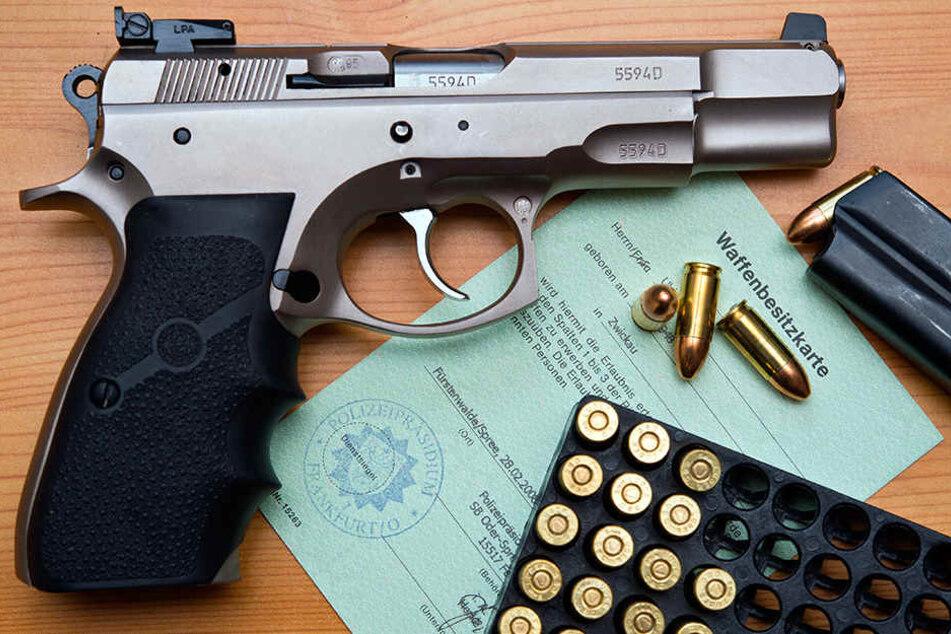 Ein deutliches Plus gibt es auch bei den waffenrechtlichen Erlaubnissen. Dazu zählt auch die Waffenbesitzkarte.