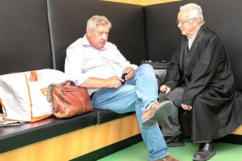Fühlt sich benachteiligt: Investor Thomas Diller (l.) mit seinem Anwalt Rudolf Kohnke.