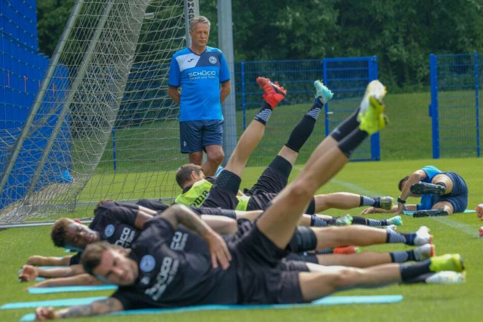 DSC-Trainer Uwe Neuhaus ließ seine Spieler beim Trainingsauftakt ordentlich schwitzen.
