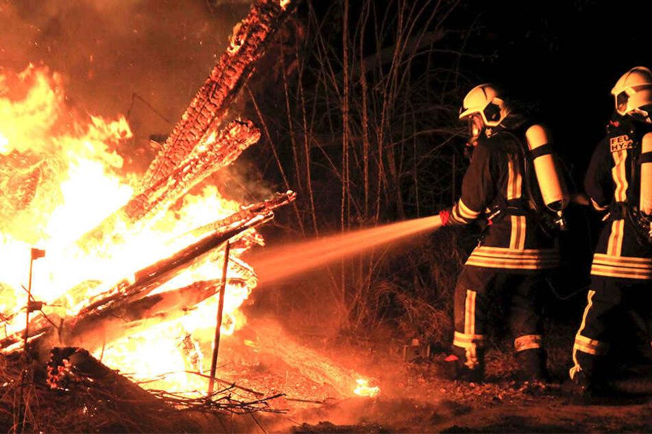 Die Feuerwehr musste anrücken, um die Flammen zu bekämpfen.