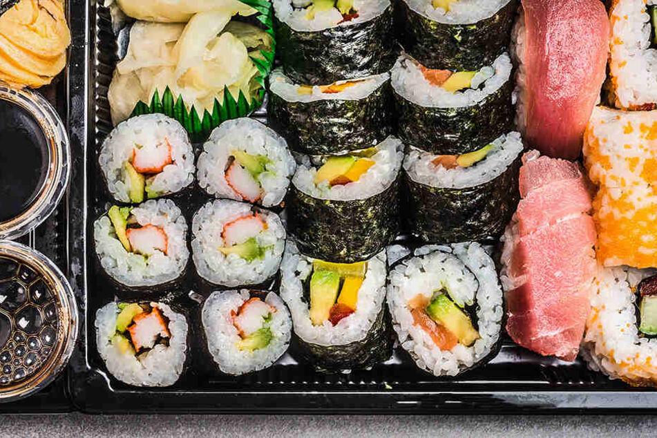 12 Stunden, nachdem er Sushi aß, ging es dem Mann plötzlich schlecht.