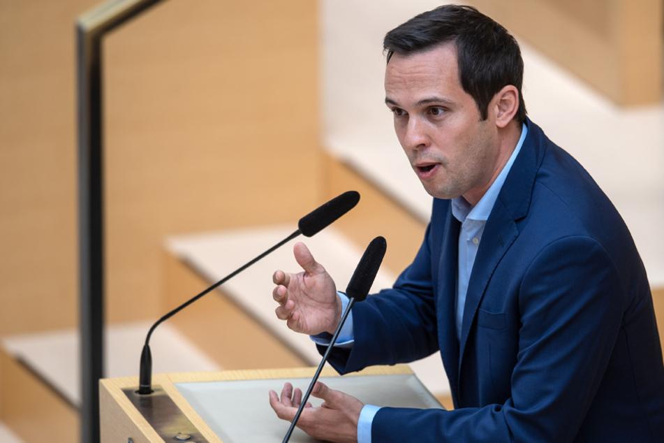 FDP-Fraktionschef Martin Hagen möchte, dass Geschäfte in Bayern wieder öffnen dürfen. (Archiv)