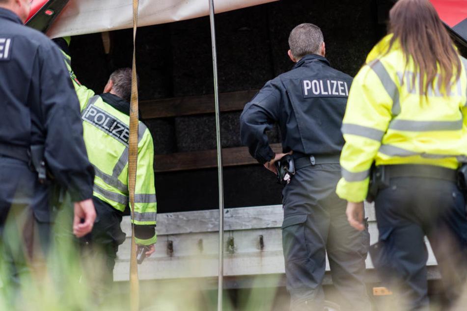 Auch für die Polizei gab es nicht mehr viel zu sehen, die Fernseher waren schon weg. (Symbolbild)
