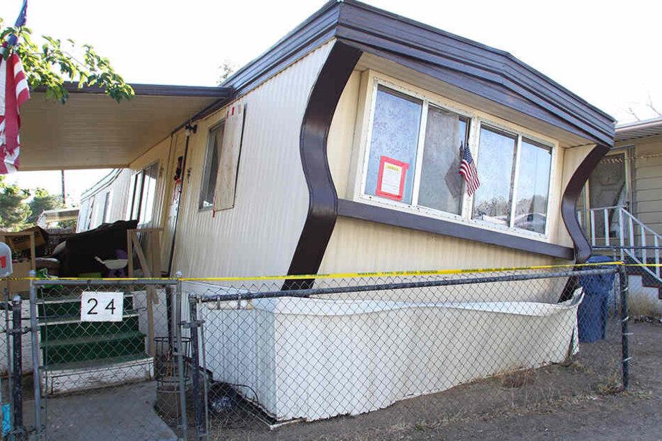 Ein beschädigtes Wohnmobil ist in Ridgecrest nach dem Erdbeben in Südkalifornien mit Flatterband gekennzeichnet.