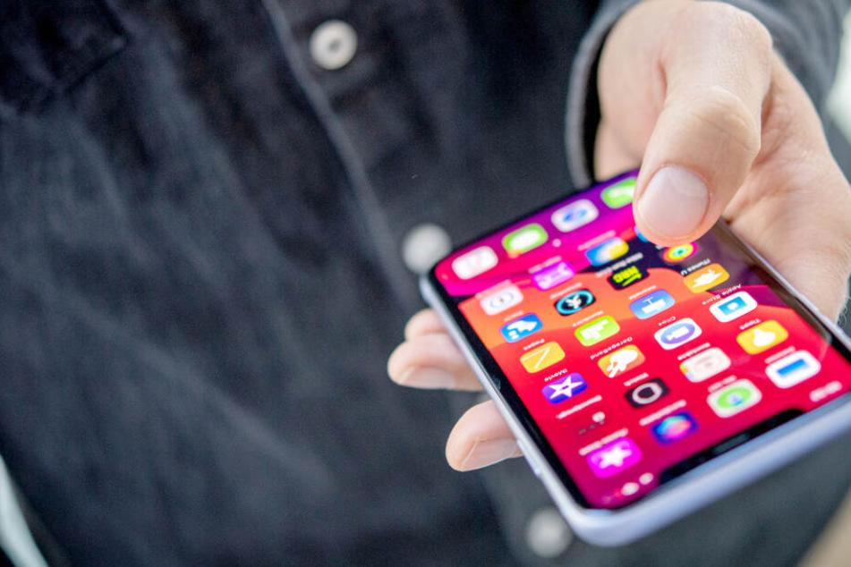 Schwul durch Nutzung von iPhone-App? Mann mit irrer Klage gegen Apple!