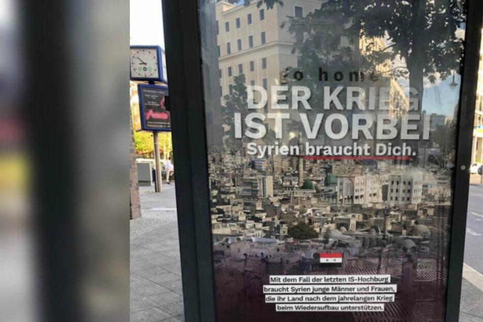 Mitten in Berlin: Rechtsextreme wollen Syrer mit Werbeplakaten nach Hause schicken