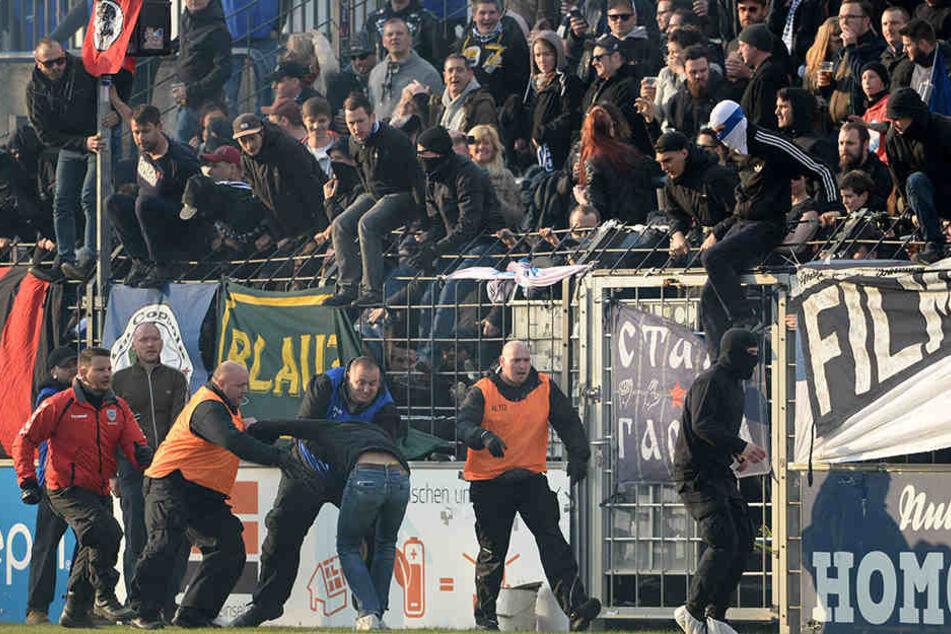 Im Spiel gegen den FC Energie Cottbus kam es im Karl-Liebknecht-Stadion zu Ausschreitungen.