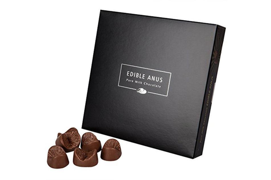 Schokoladenfreunde können die speziellen Pralinen auch auf Amazon bestellen.