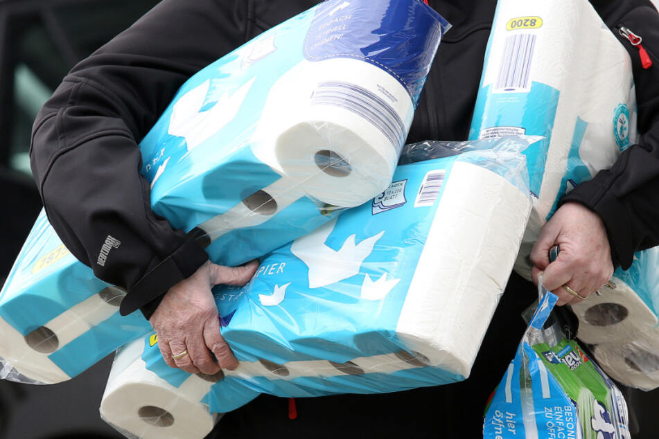 Insbesondere Toilettenpapier wurde gehortet. (Symbolbild)