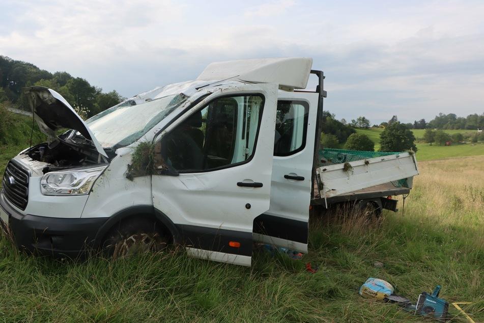 Bei dem Unfall bei Lindlar wurden zwei Menschen schwer verletzt.