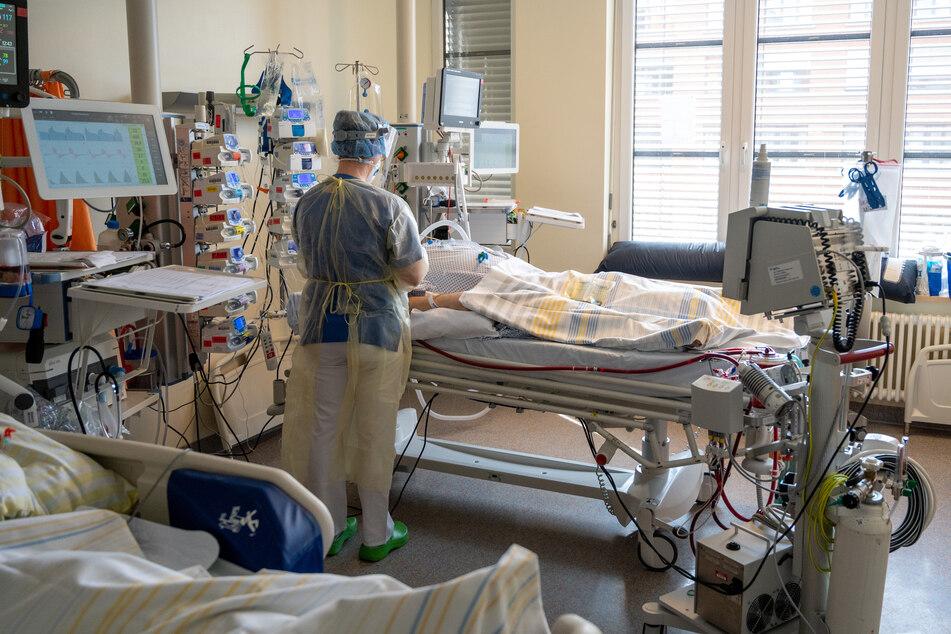 In NRW sorgt die dritte Corona-Welle für Engpässe auf den Intensivstationen. Erste Kliniken kommen bereits an die Grenzen ihrer Notfallkapazitäten.