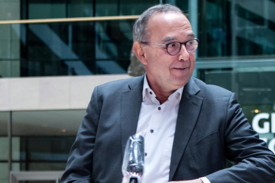 Norbert Walter-Borjans (67, SPD).