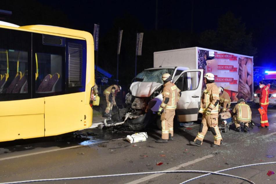 Transporter kracht in BVG-Bus: Fünf Verletzte