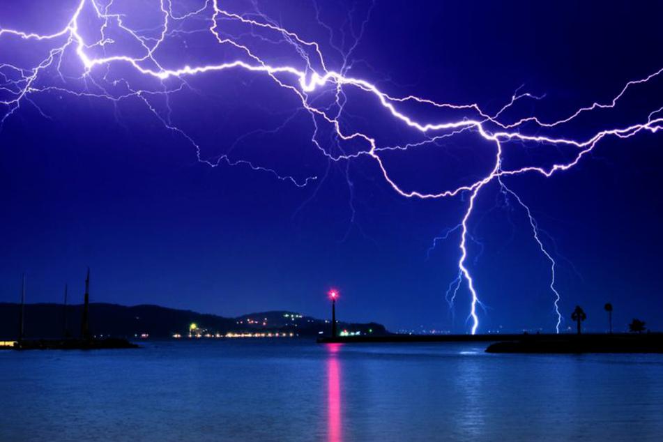 Blitz und Donner sind ein wahres Naturspektakel. (Symbolbild)