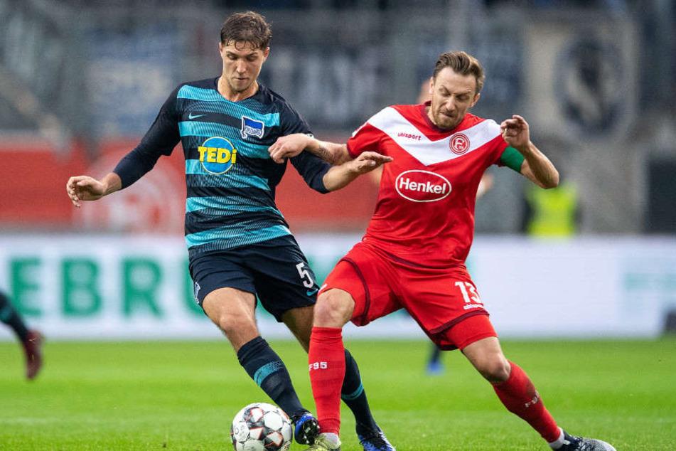 Niklas Stark musste in Düsseldorf schon nach 25 Minuten ausgewechselt werden.
