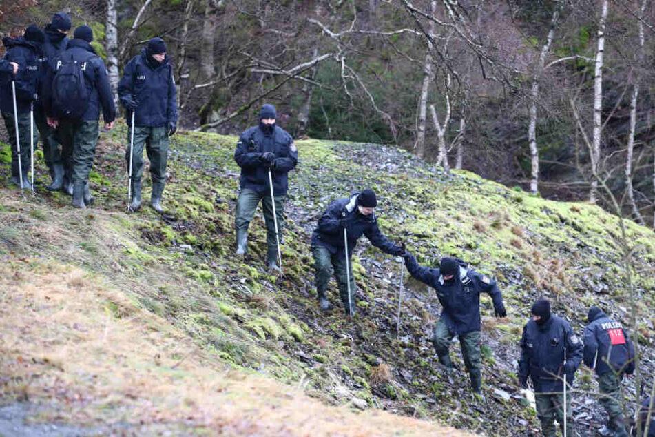 Erst vor wenigen Wochen suchte die Polizei den Schieferbruchsee nach Spuren einer weiteren Leiche ab. Nun wurde wieder ein toter Mann gefunden. (Archivbild)