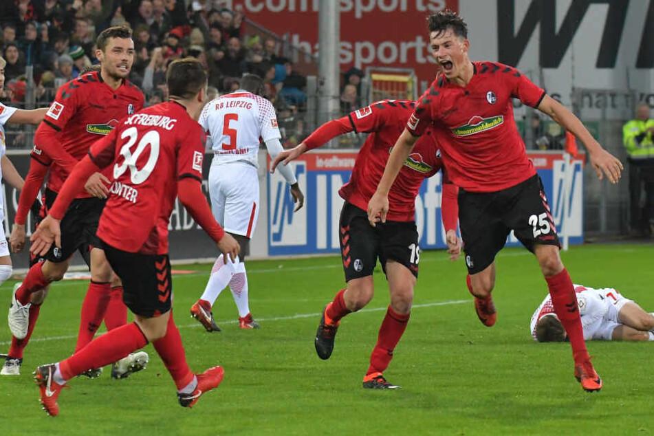 Robin Koch (r.) erzielte den 2:1-Siegtreffer für Freiburg.