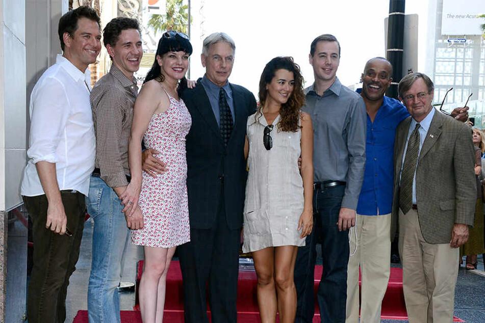 "Die ""NCIS""-Besetzung 2012: Michael Weatherly, Brian Dietzen, Pauley Perrette, Mark Harmon, Cote de Pablo, Sean Murray, Rocky Carroll und David McCallum (v.li.)."