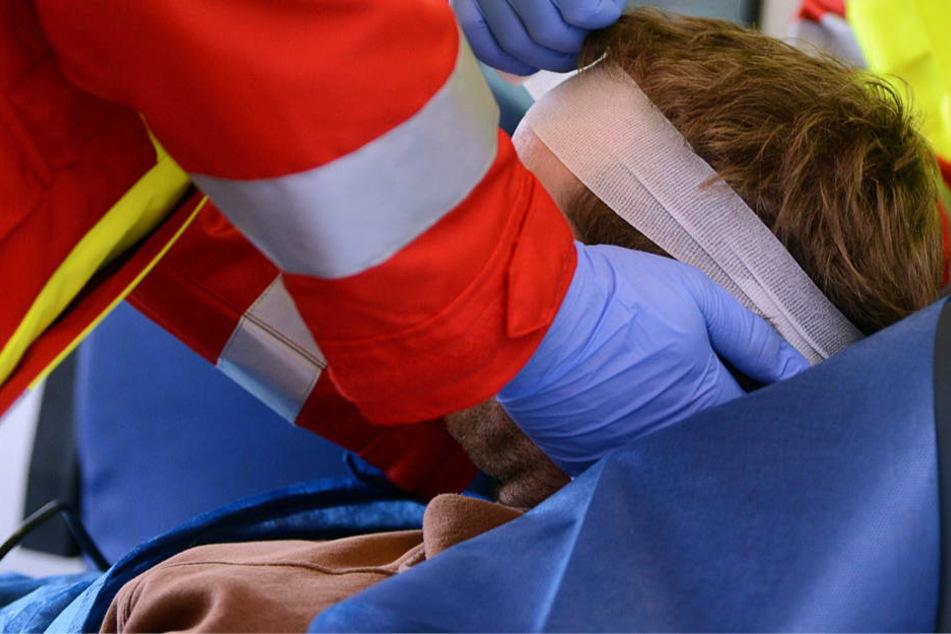 Mann mit Glasdildo krankenhausreif geschlagen