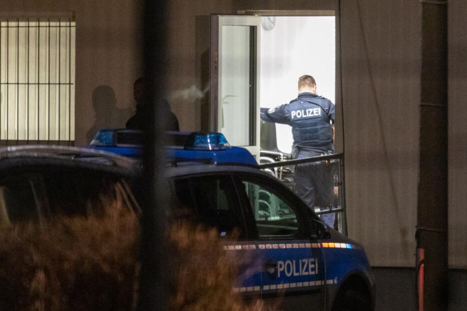 Die Polizei rückte an, ermittelt nun, wie es zu der Schlägerei kommen konnte.