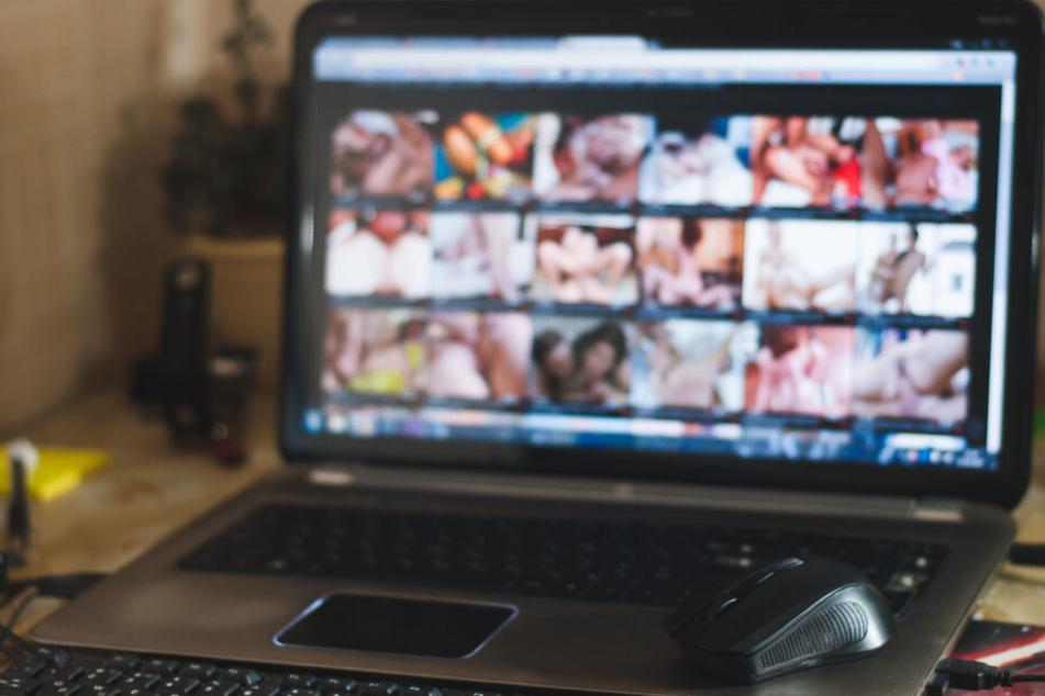 Kinderpornos im Netz. Ein 49-Jähriger verschaffte sich offenbar in einem Internetcafé illegales Bildmaterial. (Symbolbild)