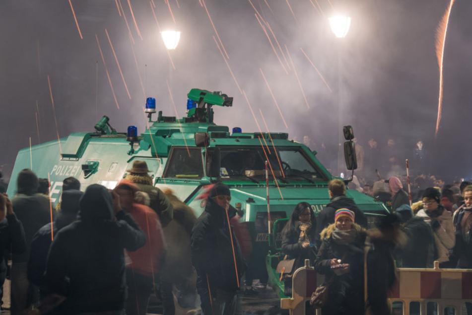 Auch dieses Jahr werden Wasserwerfer in Bereitschaft gehalten (Symbolfoto).