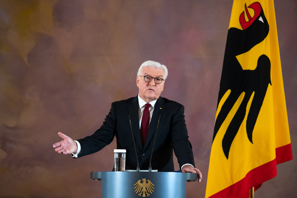 Bundespräsident Frank-Walter Steinmeier äußert sich in einer Ansprache im Schloss Bellevue zur aktuellen Lage in der Corona-Pandemie.
