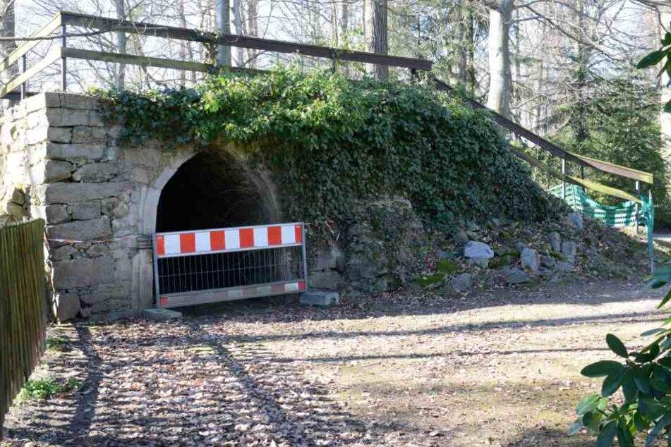 An einigen Stellen muss der Park für die Besucher abgesichert werden.