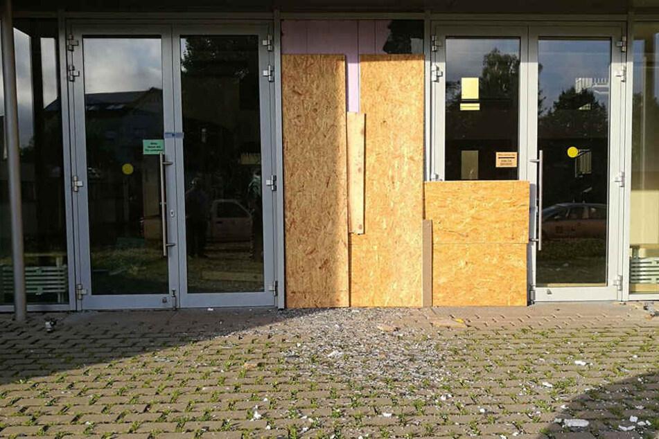 Der Eingangsbereich der Schule wurde stark beschädigt.