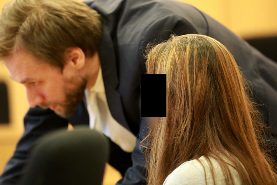 Die Ärztin Lydia C. neben ihrem Anwalt Marc Sitzer auf der Anklagebank in Aachen.