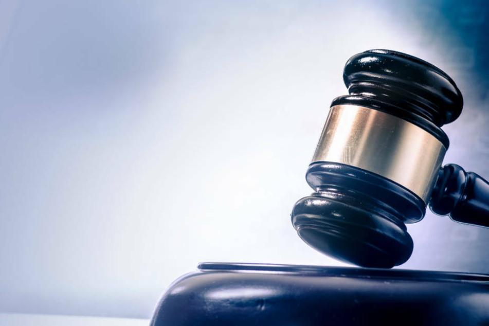 Der Täter wurde zu gut fünf Jahren Haft verurteilt (Symbolbild).